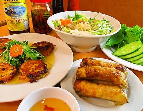 本場ベトナムのスタンダード料理。温かく美味しい家庭料理を味わえる、博多の人気店。