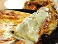 料理メニュー写真4種チーズのピッツァ(クリームソース・町村農場モッツアレラチーズ