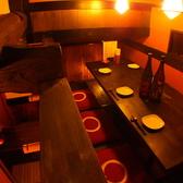 リニューアルした小上がりのテーブル席、屋根裏部屋の様な人気の個室◎