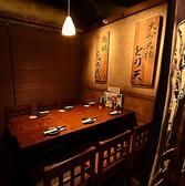 お席がのれんで個室空間に早変わり。洗練されながらもあたたかみある和の空間です。仕切りのある半個室のお席なら落ち着いてお酒をお楽しみ頂けます。