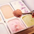 6種類のアイスクリームも追加料金なしで食べ放題♪