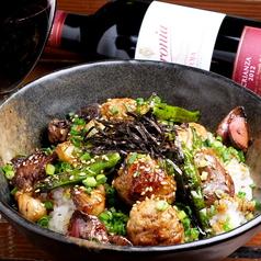 料理メニュー写真やきとり丼/海鮮丼