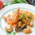 料理メニュー写真ホタテと有頭エビ魚介のトマトクリームパスタ