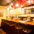 ◆カウンター席◆仕事帰りのサクッと飲みにぴったり◎お一人様のお客様も大歓迎です♪カウンターで肩を寄せ合って食べるのも◎