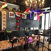 2名テーブル、4名テーブル、10名で囲めるテーブルがあります。少人数から大人数までさまざまなシチュエーションでメキシカンな雰囲気をお楽しみいただけます。