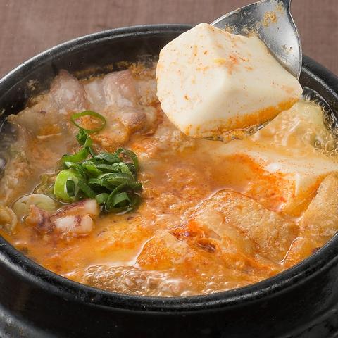 人気のUFOチキンやサムギョプサル、ラッポギ鍋など本格的な韓国料理をご堪能下さい♪