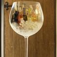 大きなワイングラス風ワインクーラーでおすすめのワインを冷やしています。