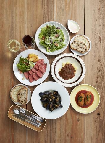 プレミアムミートソース、豪州黒牛ローストビーフなど料理が魅力