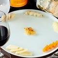 料理メニュー写真チーズの盛合わせ※時期によって仕入れ内容に変更あり