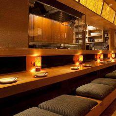 """【2名様限定】『神楽坂での大人のデート』に最適な空間熟練の職人によるオープンキッチンでの""""できたて感""""と""""パフォーマンス""""がお楽しみ頂けます。"""