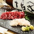 料理メニュー写真熊本産 馬肉を刺で。