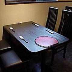 オープン席のテーブルが4名様でご利用いただけます。