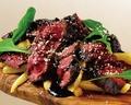 料理メニュー写真牛ハラミステーキ バルサミコソースで
