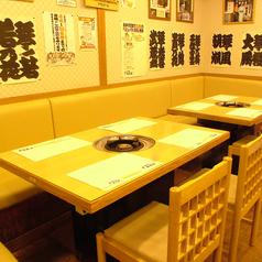 【職場の同僚や友人と一緒に♪】2~5名様(最大8名様)までご利用になれます♪テーブルも広めでゆったりとお楽しみいただけますよ!