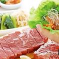 お肉は『鮮度』が命!一度にたくさん注文するとテーブルに届いたお肉が焼ききれず、せっかくの美味しさが逃げてしまいます。「お肉は、三皿頼んだら二皿食べて三皿追加!」これが焼肉きんぐの鉄則です!