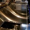 厚さ20mmのこだわり鉄板で創作鉄板料理をご提供します。