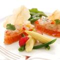料理メニュー写真サーモンのミキュイ ボタン海老と共に