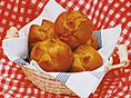 【ラケルパン】卵料理に合うように開発された「ラケルパン」。オムライスに並ぶ人気を誇り、愛されて50年が経ちました。ほんのり甘くてふわふわ、もっちり。風味豊かで、どこか懐かしい味わい。是非ラケルオリジナルのバタースプレッド「プレミアムラケル」と一緒に召し上がってください。