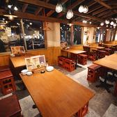 【2階】大衆酒場をイメージした気兼ねなくお酒を愉しめる空間