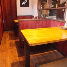 【テーブル席 店内奥】奥の席で、お子様連れのご家族から好評のお席です。ゆったりとお過ごしいただけるお席です。