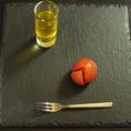 トマトの雫と糖度11フルーツトマト…トマトを布で丁寧にこして13時間甘みと旨味だけを取り出しました。