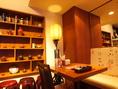 店内は茶器が飾ってあったりカジュアル