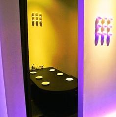 七色に光るキューブ個室