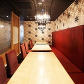 2名様から60名様までOKの掘り炬燵個室☆広々空間は居心地抜群♪宴会コースも豊富にご用意◎お仕事帰りにゆったりお酒を愉しみたい方にも寛ぎ空間をご提供致します。幹事様必見!団体様のご宴会におすすめの団体個室のお席をご用意しております。少人数様から個室をご案内致します。