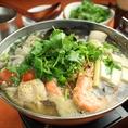 【当店おすすめ!!パクチー鍋コース】鍋は地鶏のベトナム風又は和牛もつの辛味噌仕立ての二種類よりお選びください!