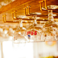 【グラスを眺めながらゆっくりとお食事を】ベルギービールには専用のグラスが銘柄ごとにあるんです!グラスに照明の光がきらきら反射して、空間を演出☆グラスに囲まれてキラキラ空間☆クリスマスデートに♪
