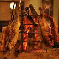 囲炉裏でスローライフ感覚をお楽しみください