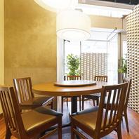 カジュアルなカフェ空間で中華料理を堪能!