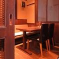 人気の半個室のテーブル席は2名様~最大15名様までのご宴会にご利用可能です。シンプルで暖かみのあるテーブル席は女子会や小宴会、大切な接待などにおすすめです。まったり落ち着いてお食事をお楽しみくださいませ。