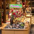 ランチビュッフェメニューの中でも女性に大人気のサラダビュッフェコーナーを初め、素材や安心安全にこだわった野菜を多数取り揃えております!お席も様々なシーンにご利用頂けるので、東京駅での女子会や、ご宴会には是非当店にお越しください♪