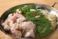 料理メニュー写真もつ鍋(スープは白湯・醤油・味噌・塩・チゲから選べます!)