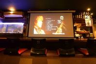 100インチ大型スクリーン、マイク等音響設備完備!