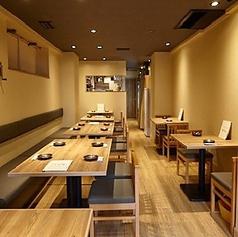 4名様掛けテーブルは3卓ご用意がございます。小規模のご宴会やご友人、会社の同僚などでの集まりにぴったりのお席となっております。