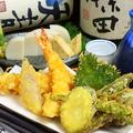 料理メニュー写真海老と季節野菜の天ぷら盛り合わせ(1~2人前)
