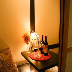 2名様からご利用頂ける完全個室のカップルシート個室席をご用意しております♪ほんのり灯りが照らす、洗練された大人の為の個室空間は大宮でのデートにオススメの二人だけのプライベート個室空間となっております♪2名様~ご利用頂ける、お得な宴会コースは3000円~各種ご用意しております♪特典も多数ご用意しております!