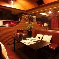 船内DINING CROSS 新宿東口店の雰囲気1