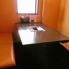 4名様でご着席頂けるテーブル席。気の合う仲間とおしゃべりを楽しみながら、お食事ができますよ!