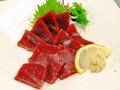 料理メニュー写真クジラ赤味の刺身