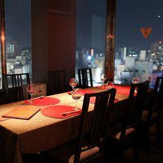 店奥に位置する夜景が見える大人気の個室