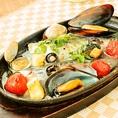 あさりとムール貝の酒蒸し♪白ワインにも日本酒にも合う一品で、実は隠れメニューです…★