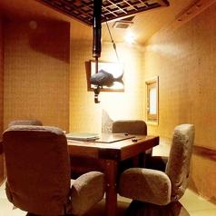 落ち着いた雰囲気の囲炉裏付き個室