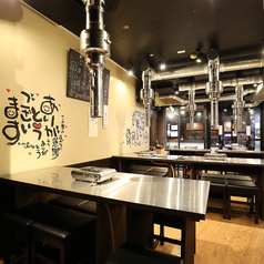 明るくアットホームな雰囲気の店内には、気軽に立ち寄りやすいテーブル席をご用意。ご家族、ご友人とのお食事、各種宴会まで幅広いシーンでご利用ください!
