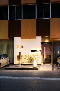 博多華味鳥 博多駅前店の雰囲気1