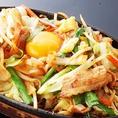 TVでも紹介されました☆豚肉と野菜のジュージュー焼きは、熱々の鉄板の上でお肉とたっぷり野菜と玉子を絡めて頂くスタミナ満載の絶品!