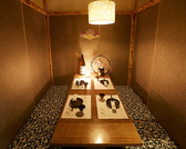 間接照明が優しく照らす完全個室空間◆デートや女子会、誕生日会などの特別な日にぴったりな個室席をご用意致します!◆団体様個室席のご紹介◆団体様の個室席もご用意致しております。和柄の襖と、和の象徴でもある木に包まれた個室は独特の柔らかさと、荘厳さを醸し出します。