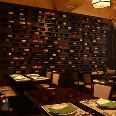 豊富なワインとプライベート感溢れるテーブル席